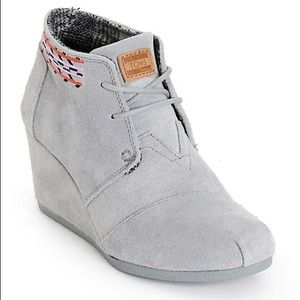 Toms wedges size 7 grey with embroidered pattern